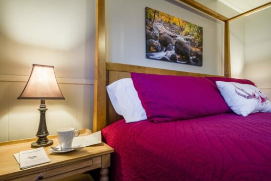 Ashland Creek Room, Oak Hill Bed & Breakfast