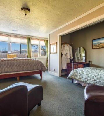 Grizzly Peak Room, Oak Hill Bed & Breakfast