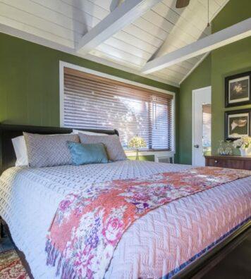 Lithia Park Room, Oak Hill Bed & Breakfast